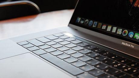 Apple da tim ra nguyen nhan khien thoi luong pin MacBook Pro thap - Anh 1