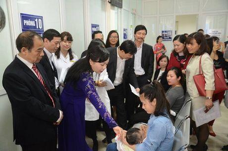 Bo truong Bo Y te Nguyen Thi Kim Tien kiem tra 4 don vi y te du phong: Kien toan lai mo hinh y te du phong tuyen TW - Anh 1