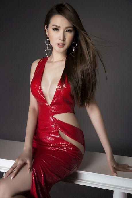 Kieu nu 'vong eo 55' khoe body chuan cung chan dai mien man - Anh 2