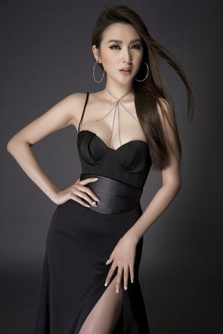 Kieu nu 'vong eo 55' khoe body chuan cung chan dai mien man - Anh 4