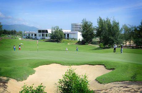 Hon 1.000 golf thu tham du Giai FLC Golf Championship 2017 - Anh 1