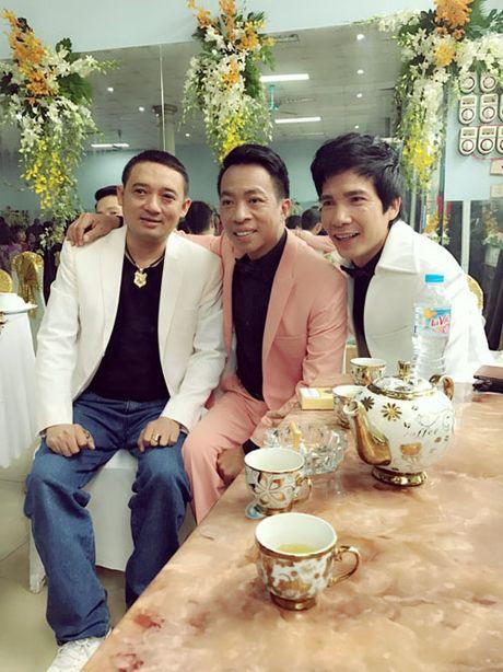 Giat minh cat-xe 'tren troi' khi hat dam cuoi cua Hoai Linh, Mr Dam, Phi Nhung - Anh 1
