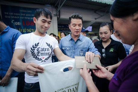 Mr. Dam cung Hoa hau My Van doi nang di lam tu thien - Anh 2