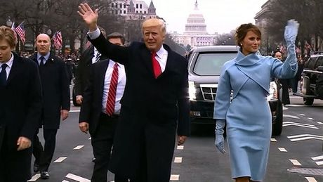 """Donald Trump """"benh vo cham chap"""" trong cuoc hop bao - Anh 1"""