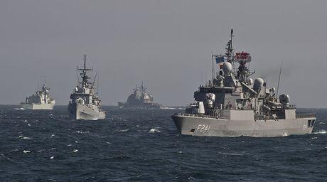 Nga canh bao NATO khong tang cuong quan su tai Bien Den - Anh 1