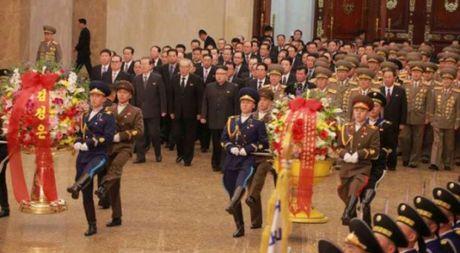 Nha lanh dao Trieu Tien Kim Jong-un tuong nho nguoi da khuat - Anh 1