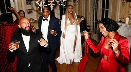 Be bung bau, Beyonce van khong quen khoe vong 1 goi cam - Anh 1