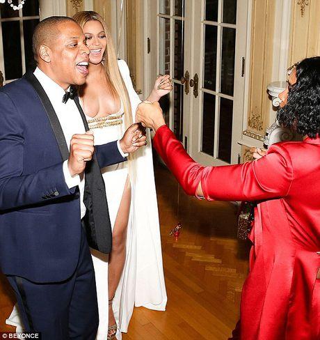 Be bung bau, Beyonce van khong quen khoe vong 1 goi cam - Anh 2