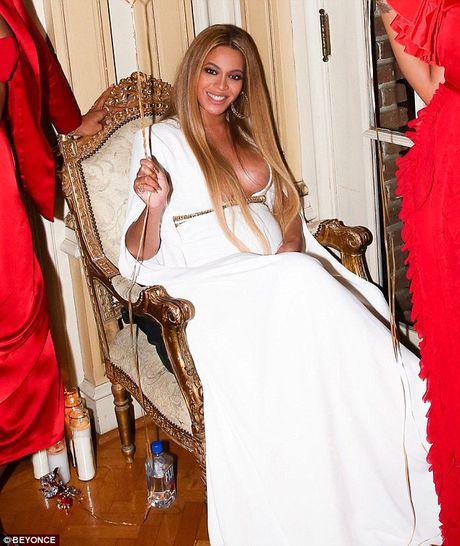 Be bung bau, Beyonce van khong quen khoe vong 1 goi cam - Anh 3