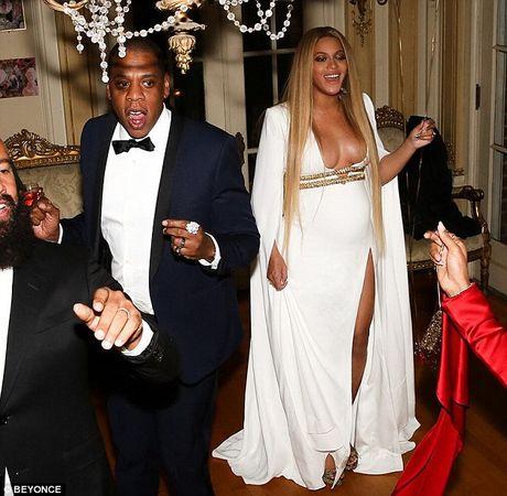 Be bung bau, Beyonce van khong quen khoe vong 1 goi cam - Anh 4
