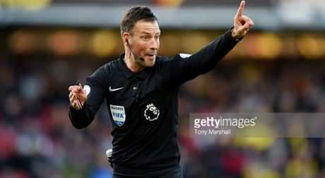 Trong tai bat chinh tran chung ket Euro 2016 chia tay Premier League - Anh 1