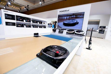 Samsung gioi thieu robot hut bui POWERbot VR7000 tai Seao Forum 2017 - Anh 1