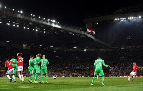 Man United 3-0 St Etienne: Hat-trick cua Ibra giup Quy do thang lon trong cuoc chien nha Pogba - Anh 1