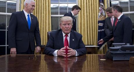 Ong Trump binh luan gi ve thong tin 'tau chien Nga duoc nhin thay gan My'? - Anh 1