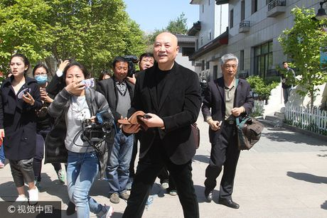 'Duong Tang' bi chi trich vi cuoi tuoi o dam tang dao dien Tay du ky - Anh 1