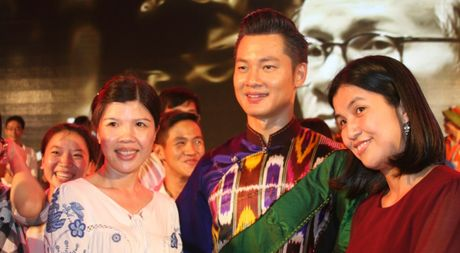 Khi bai 'Noi vong tay lon' duoc vang tai dem nhac Trinh Cong Son o Hue - Anh 1