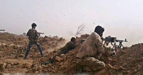Chao lua Deir Ezzor: Quan doi Syria dap tan cuoc tan cong cua IS - Anh 1