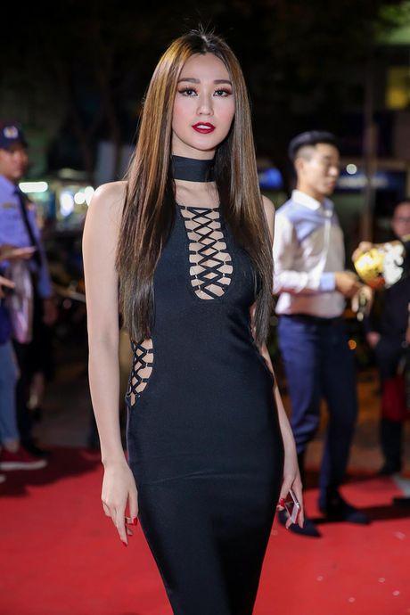 Minh Hang rang ro xuat hien sau khi 'gay bao' vi to cao dan chi chen ep - Anh 12