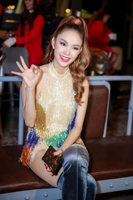 Minh Hang rang ro xuat hien sau khi 'gay bao' vi to cao dan chi chen ep - Anh 2