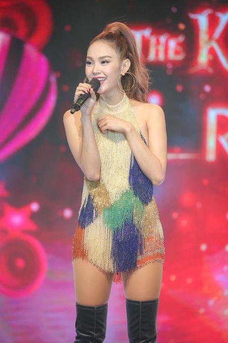 Minh Hang rang ro xuat hien sau khi 'gay bao' vi to cao dan chi chen ep - Anh 3