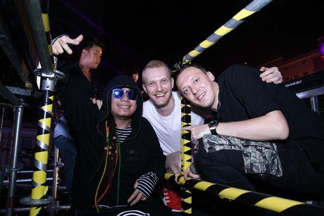'DJ so 1 Viet Nam' Wang Tran gay nao loan pho di bo Nguyen Hue - Anh 2
