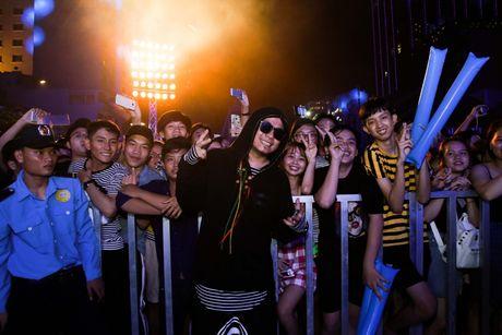 'DJ so 1 Viet Nam' Wang Tran gay nao loan pho di bo Nguyen Hue - Anh 5
