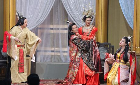 Truong Giang 'qua tron' voi ban dien nu, Nha Phuong co lo au? - Anh 11