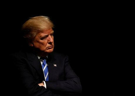Nghi si My: Trump dang 'tien gan' den kha nang bi luan toi - Anh 1