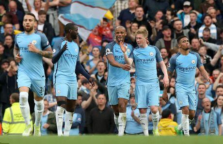 De dang nhan chim West Brom, Man City chac mot suat trong top 4 - Anh 2
