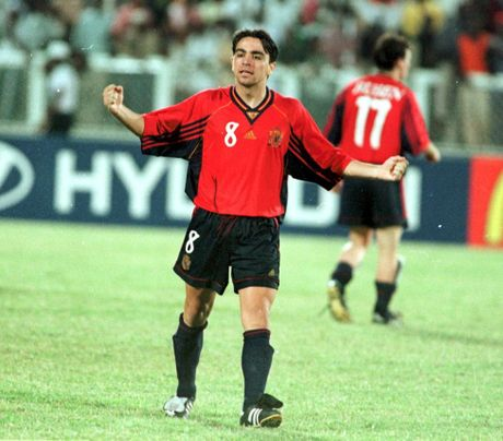 Maradona, Casillas va nhung cau thu tung vo dich ca World Cup lan U20 World Cup - Anh 10