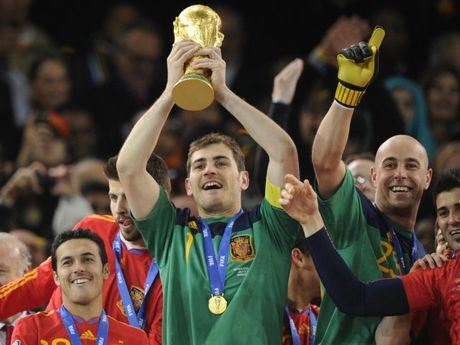 Maradona, Casillas va nhung cau thu tung vo dich ca World Cup lan U20 World Cup - Anh 8