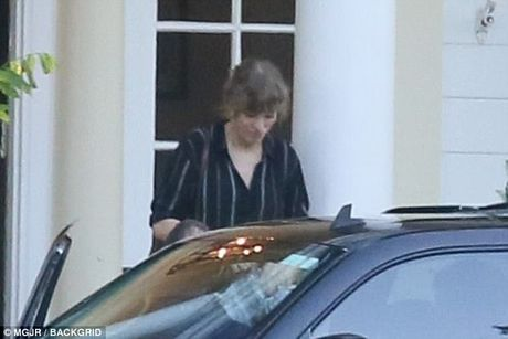 Taylor Swift xuat hien pho phac sau 3 thang mat tich - Anh 2