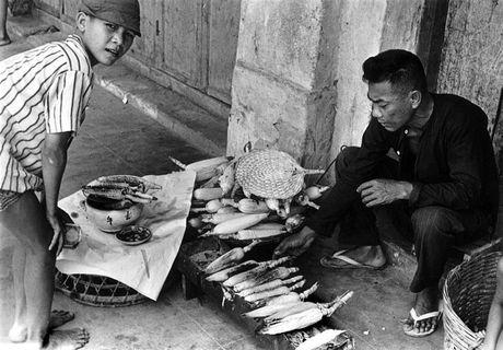 Anh doc ve hang rong via he Sai Gon nam 1959 - Anh 1