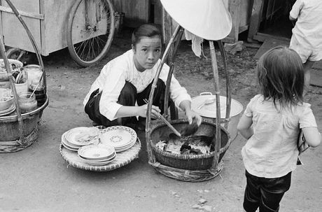 Anh doc ve hang rong via he Sai Gon nam 1959 - Anh 3