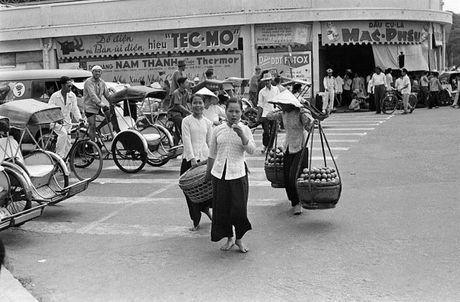 Anh doc ve hang rong via he Sai Gon nam 1959 - Anh 4