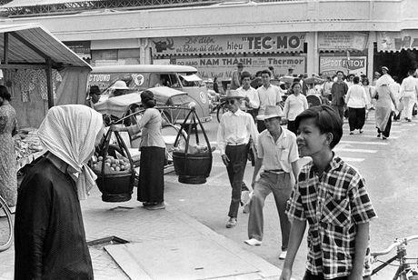 Anh doc ve hang rong via he Sai Gon nam 1959 - Anh 5