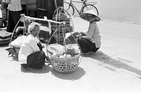 Anh doc ve hang rong via he Sai Gon nam 1959 - Anh 6