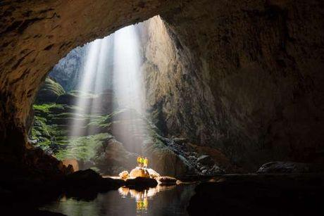 Lap thang vuot nhu trieu nam tuoi trong hang Son Doong: Cuc Di san van hoa bat ngo - Anh 1