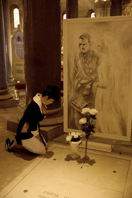 Ly Nha Ky mac quy phai khi vieng mo Cong nuong Grace Kelly o Monaco - Anh 12