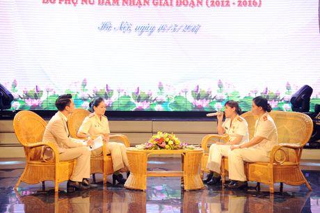 Tuyen duong 20 guong phu nu Cong an xuat sac tieu bieu nam 2016 - Anh 2