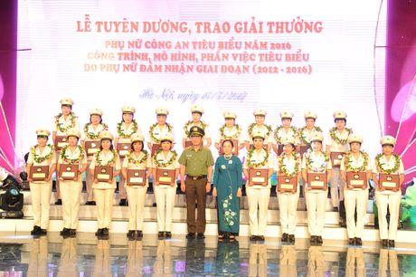 Tuyen duong 20 guong phu nu Cong an xuat sac tieu bieu nam 2016 - Anh 7
