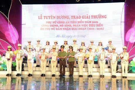 Tuyen duong 20 guong phu nu Cong an xuat sac tieu bieu nam 2016 - Anh 9