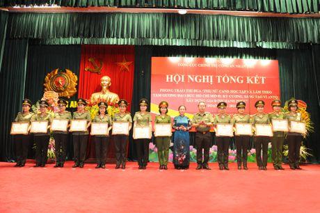 Phu nu Cong an nhan dan doi moi phong trao thi dua - Anh 2
