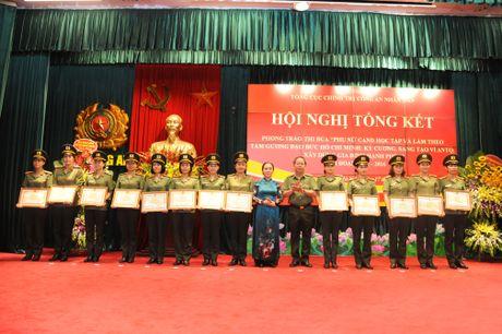 Phu nu Cong an nhan dan doi moi phong trao thi dua - Anh 3