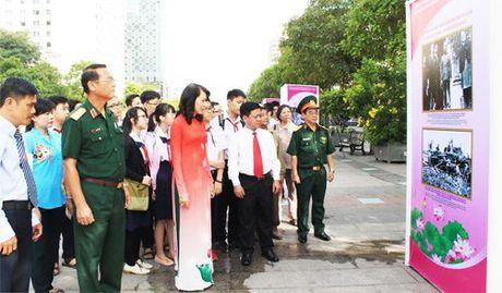 Trien lam 'Chu tich Ho Chi Minh song mai trong long dan toc Viet Nam' - Anh 1