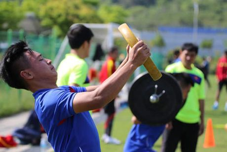 U20 Viet Nam van phai 'nhoi' the luc - Anh 1