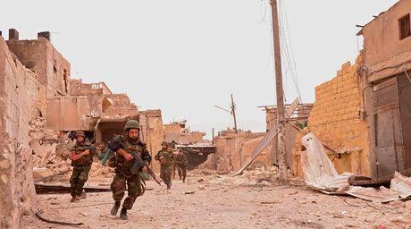 Quan doi Syria vua giai phong 3 ngoi lang tu tay IS o dong Aleppo - Anh 1