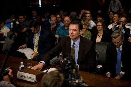 NYT: Trump doi giam doc FBI dung dieu tra tuong Flynn - Anh 1