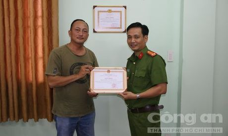 Hiep si Minh Tien bi phoi nhiem HIV khi truy bat ten cuop lieu linh - Anh 2