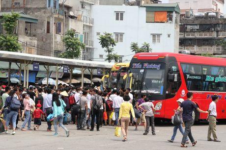 Chu tich Ha Noi: Khong co 'loi ich nhom' khi chuyen tuyen xe khach - Anh 1